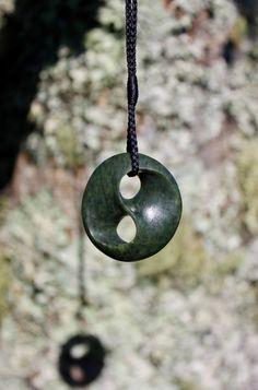 Pounamu, New Zealand Greenstone, Nephrite, Jade, trefoil knot, interconnectedness, yin and yang, stone carving, jewellery