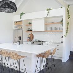 minimal scandi kitchen of dreams! Rustic Kitchen Design, Home Decor Kitchen, Kitchen Dining, Beach House Kitchens, Home Kitchens, Coastal Kitchens, Cuisines Design, Küchen Design, Design Ideas