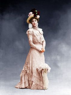 The women in Victorian era generally wear unique gowns, so colorization is the best way for us to visualize a part of their tints. Below is a stunning collection of colorized photographs of famous Victorian women in their gowns during to Victorian Portraits, Victorian Photos, Victorian Women, Vintage Photos, Victorian History, Colorful Fashion, Trendy Fashion, Fashion Bags, Women's Fashion