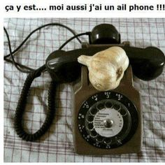 """In French garlic is ail and we said it """"I"""" so the """"I"""" Phone ,,! But maby it's just funny for french people or . How To Speak French, Learn French, Funny True Quotes, Humor Quotes, Ways Of Learning, Lol, Landline Phone, The Funny, Make Me Smile"""