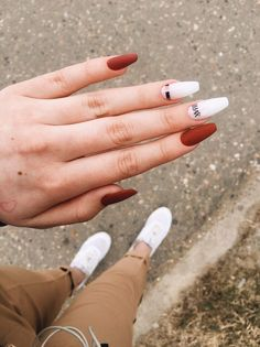The advantage of the gel is that it allows you to enjoy your French manicure for a long time. There are four different ways to make a French manicure on gel nails. Nails Polish, Aycrlic Nails, Pink Nails, Nail Nail, Coffin Nails, Oxblood Nails, Magenta Nails, Nails Turquoise, Elegant Nails