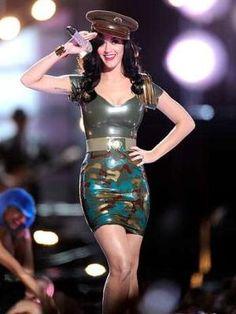 Doce de Garota: Katy Perry usa fantasias desenhadas pelo estilista da Victoria's Secret by Divonsir Borges