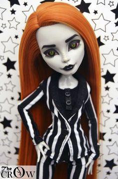 Custom Monster High doll Pearl (Ghoulia body) OOAK by Crow