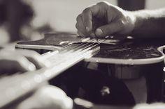 Gorgeous guitar photo.
