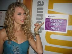 Taylor Swift Rare Photos