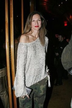JL in camo, grey, and red lipstick Love Her Style, Looks Style, Casual Looks, Passion For Fashion, Love Fashion, Womens Fashion, Jenna Lyons, J Crew Style, Madame