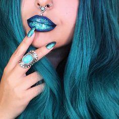 "This shimmery lipstick color = LASplash Studio Shine ""Sangre Azul"" + Melt ""Blitzed"""
