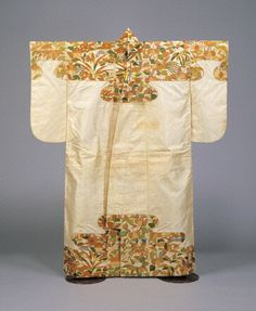 ? late16c Noh costume 能装束 白地桐竹鳳凰桜芦文繍箔肩裾