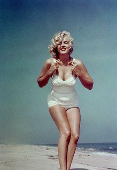 Marilyn monroe hampton beach, norma jean, hollywood glamour, old hollywood, classic hollywood Style Marilyn Monroe, Fotos Marilyn Monroe, Marylin Monroe Body, Hollywood Glamour, Old Hollywood, Classic Hollywood, Most Beautiful Women, Beautiful People, Beautiful Curves