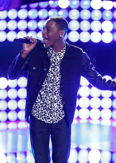"""You HAVE to see this guy's performance of Beyoncé's """"XO"""" on The Voice!"""
