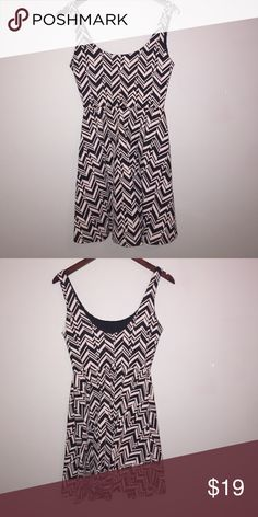 Dee Elle Black and White Dress This dress has only been worn once! In great condition! Dee Elle Dresses
