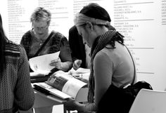 International jounalists having a look at MUEBLE DE ESPAÑA's catalogue and press kit