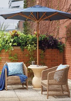 Our low-maintenance Liselle Seating Collection has a relaxed, transitional style that's perfect for alfresco meals with family and friends. All-weather resin wicker is woven around lightweight powdercoated aluminum frames that enable you to quickly arrange and rearrange each piece to suit your dining needs.