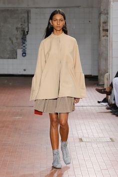 Jil Sander Spring 2019 Ready-to-Wear Collection – Vogue Fashion Week, Runway Fashion, Spring Fashion, High Fashion, Fashion Outfits, Womens Fashion, Fashion Tips, Fashion Design, Fashion 2018