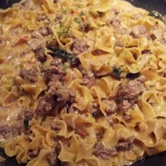 1 skillet recipe! Egg noodles, ground beef with Alfredo sauce – perfect for fast weeknight dinner that can be ready in 35 minutes and is so much better than Hamburger Helper. - Noodles and Ground Beef Alfredo Helper