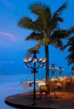 Dining at Veli Cafe Kanuhara Resort, Maldives