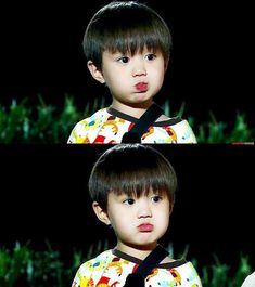 Aquí encontrarás diferentes reacciones de Tu Bias si fuera tu novio. #fanfic # Fanfic # amreading # books # wattpad Cute Asian Babies, Korean Babies, Asian Kids, Asian Cute, Cute Korean, Cute Babies, Cute Baby Boy, Baby Love, Cute Kids