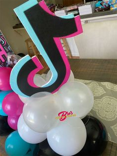 13th Birthday Party Ideas For Girls, Dance Party Birthday, 13th Birthday Parties, 14th Birthday, Girl Birthday, Diy Party Themes, Birthday Party Decorations, Kate Spade Party, Sleepover Party