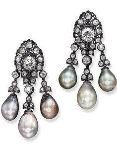 Pendientes de perlas de diferentes tonalidades