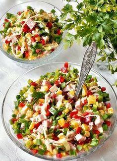 Sałatka z selera konserwowego i szynki. Oboje lubimy sałatki z marynowanego selera, na Sylwestra przygotowałam więc kolorową sałatkę z selera konserwowego i szynki z dodatkiem papryki, złocistej kukurydzy z chili, oraz zielonych dodatków w postaci szczypiorku i natki pietruszki. To … Czytaj dalej → Healthy Salad Recipes, Healthy Snacks, Vegan Junk Food, Vegan Sushi, Quiche, Chicken Parmesan Recipes, Appetizer Salads, Pasta Salad, Food And Drink