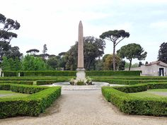 Villa Medici garden, Rome.    Photo courtesy of Warburg.