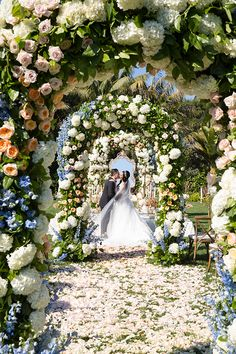 Wedding Every Modern Day Fairytale Should Copy Floral Arrangement
