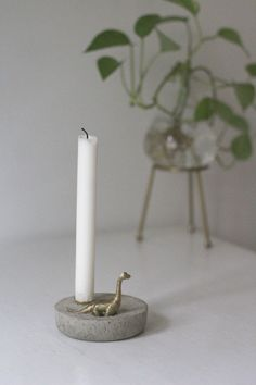 DIY concrete candle holder with golden dinosaur toy Concrete Crafts, Concrete Art, Concrete Projects, Concrete Candle Holders, Wood Candle Holders, Candle Making Supplies, Diy Home Crafts, Diy Clay, Toy Diy