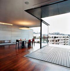 salón de diseño moderno con terraza en el ático