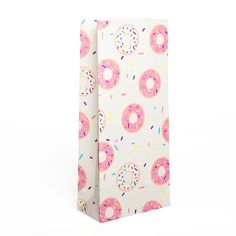 Deliciously irresistible Donut Paper Party Treat Bags! Who doesn't love donuts? This yummy, fun party range is perfect for your party, movie night or picnic in the park. Love styling your events to the last detail? Team with our Donut Party paper drinking cups and napkins! Little Boo-Teek - Partyware Online   Boutique Party Supplies Online   Inviteme Donut Party Treat Bags