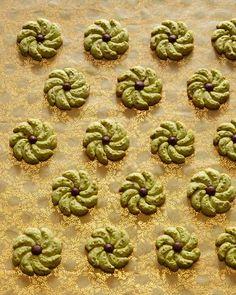 Pistachio Spritz Pinwheels--Easy but elegant Christmas/holiday party cookies xmas recipes Spritz Cookies, No Bake Cookies, Cookies Et Biscuits, Pinwheel Cookies, Shortbread Cookies, Crazy Cookies, Pudding Cookies, Baking Cookies, Spritz Recipe