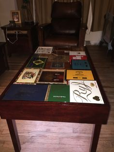 Genial Cigar Box Table