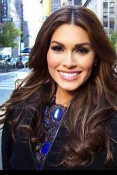 The new Miss Universe 2013, Gabriela Isler, wear Helen Yarmak jewels on her debut trip to NYC as the newly-crowned beauty queen. For her meeting with Donald Trump, owner of the Miss Universe pageant, she wears Helen's lapis neck bib. For her appearance on Fox and Friends, she chose Helen Yarmak gold mesh necklace.