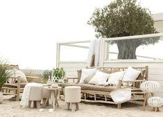 Lässiges Strandleben, natürliche Farben und besonders viel Weiß - das ist der Ibiza-Stil, den wir lieben. Robinson Crusoe, Cosy Garden, Ibiza Style Interior, Ibiza Stil, Teak, Flower Power, Waterfall House, Cosy Home, Lounge Chair