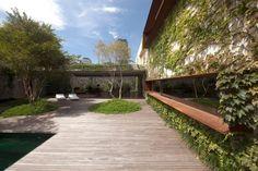 Chimney House / Marcio Kogan - © Reinaldo Coser + Gabriel Arantes