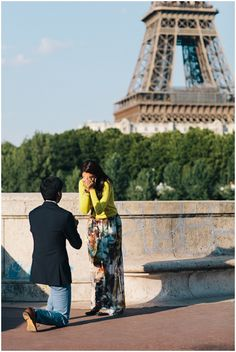 Surprise proposal in Paris on French Wedding Style Blog © Rhianne Jones Photography