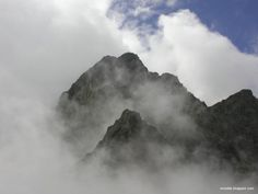 we are but a mist on the mountains Foggy Mountains, Led Zeppelin, Mists, Mount Everest, Woody, Travel, Incense, Berry, Fragrance