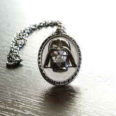 Darth Vader Dark Side Necklace. Fint va?