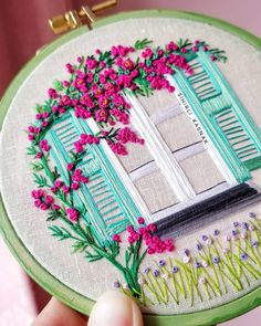 Diy Embroidery Patterns, Hand Embroidery Videos, Hand Embroidery Flowers, Hand Work Embroidery, Embroidery On Clothes, Simple Embroidery, Embroidery Hoop Art, Ribbon Embroidery, Blackwork