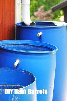 DIY Rain Barrels - Backyard Designs & Landscaping Ideas Bepflanzung Top Water Filters And DIY Rain Barrels Rain Barrel System, Water Barrel, Water Collection, Rainwater Harvesting, Veg Garden, Water Storage, Diy Garden Projects, Cool Diy, Outdoor Gardens