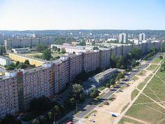 """Najdłuższy blok mieszkalny w Gdańsku na ulicy Obrońców Wybrzeża """"wije się"""" najdłuższy blok w Polsce - ma 11 kondygnacji i aż 860 metrów długości! W rekordowym budynku mieszka około 6 tysięcy osób."""