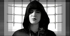 *Amuleto, Tiê* Ela nasceu na cidade de São Paulo, capital do Estado homônimo em 17 de Março de 1980, e lá cursando Relações Públicas, iniciou seu relacionamento com nosso mundão de Deus. Foi uma das integrantes da Ford Models, participou de um come...