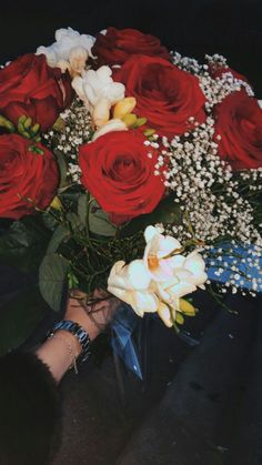 Rose Flower Pictures, Love Flowers, Beautiful Flowers, Fake Photo, Insta Photo Ideas, Flower Aesthetic, Girly Pictures, Photos Tumblr, Love Wallpaper