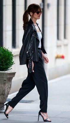 Jaquetas de couro são atemporais e se adaptam a todos os estilos. Ah, não precisa nem falar que ela deixa qualquer combinação mais descolada, né?