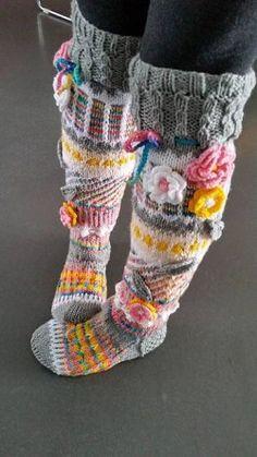 ideas for knitted knee socks Crochet Socks Pattern, Crochet Coat, Crochet Shoes, Crochet Slippers, Knitting Projects, Crochet Projects, Knitting Patterns, Crochet Patterns, Wool Socks
