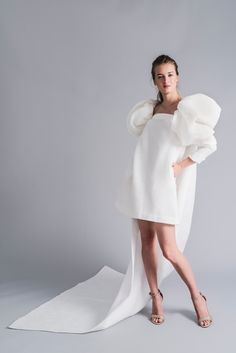 Our collection of haute couture wedding dresses proposes modest, modern, elegant and unique models for a contemporary woman with personality. Wedding Dress Trends, Gorgeous Wedding Dress, Wedding Gowns, Bridal Dresses, Bridesmaid Dresses, Haute Couture Gowns, Bridal Fashion Week, Wedding Dress Sleeves, Bridal Style