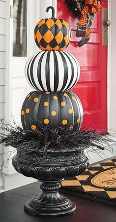 Pumpkin Topiary Put a designer spin on decorating with gourds. Our Halloween Stacked Pumpkins are both witty and stylish.Put a designer spin on decorating with gourds. Our Halloween Stacked Pumpkins are both witty and stylish. Diy Halloween Party, Casa Halloween, Halloween Porch, Halloween Home Decor, Outdoor Halloween, Diy Halloween Decorations, Holidays Halloween, Halloween Crafts, Orange Decorations