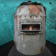 Splicer Welding Mask – Welding masks are creepy enough to begin with, but a replica from Bioshock! Custom Welding Helmets, Welding Gear, Welding Projects, Welding Hood, Bioshock Splicer, Bioshock 2, Apocalypse Armor, Video Game, Auto Darkening Welding Helmet