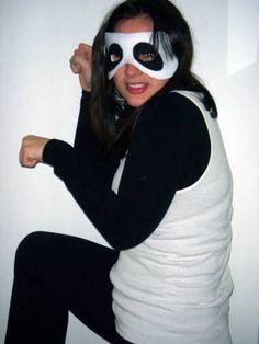 Panda Bear Costume - so cute and easy! make a felt mask Panda Costume Diy, Panda Costumes, Purim Costumes, Diy Halloween Costumes, Bear Costume, Costume Ideas, Holidays Halloween, Halloween 2016, Adult Halloween