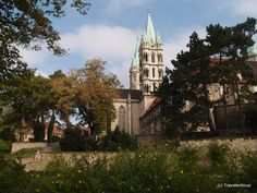Garden of the Naumburg Cathedral in Saxony-Anhalt, Germany Saxony Anhalt, Rhineland Palatinate, Lower Saxony, North Rhine Westphalia, Place Of Worship, Bavaria, Travel Destinations, Medieval, Castle