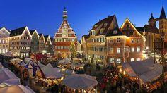 Endlich wieder Glühwein und Gaukler http://www.bild.de/regional/stuttgart/weihnachtsmarkt/der-esslinger-weihnachtsmarkt-oeffnet-43521390.bild.html